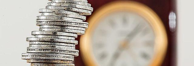 Foto de dinero y tiempo